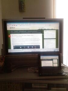 Acer Aspire One con Linux4One proiettato su uno schermo esterno in alta risoluzione