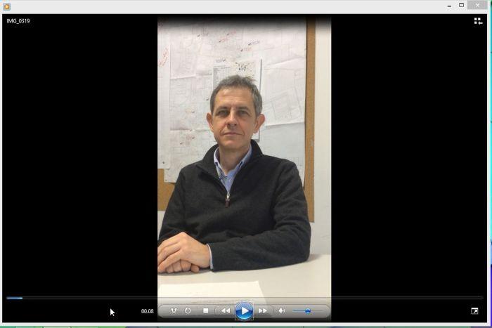 Il video originale, girato in verticale, che presenta ampie strisce nere laterali quando riprodotto o pubblicato su YouTube